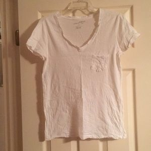 White v-neck pocket t-shirt